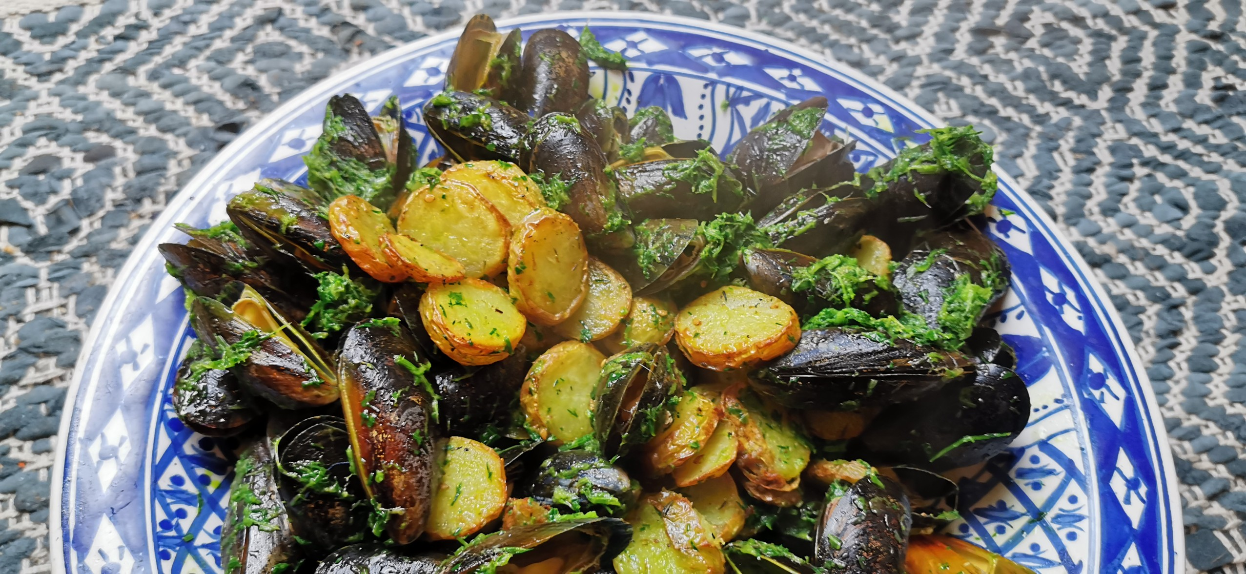 Moules au beurre vert`- Properfood.ie