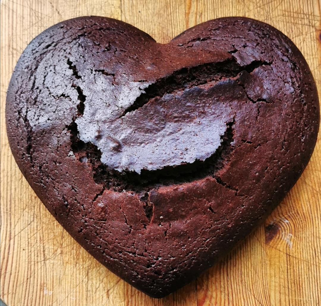YOGURT, OLIVE OIL AND CHOCOLATE CAKE